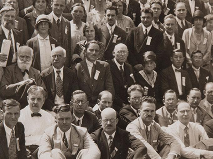 1929年の国際心理学会でのパブロフを中心にした集合写真-1