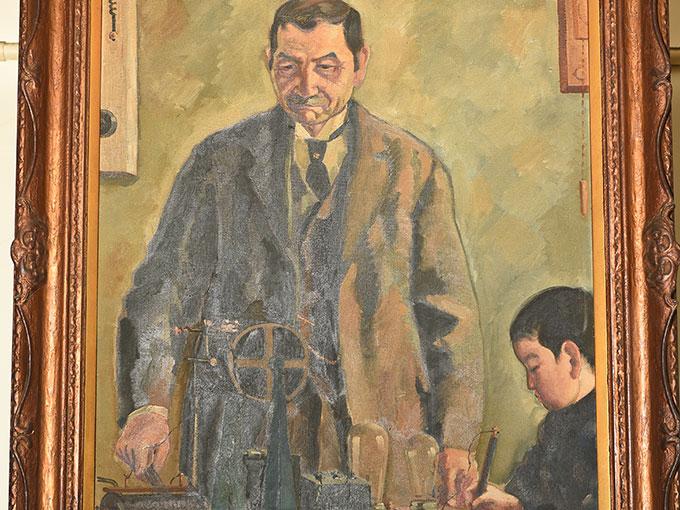 松本亦太郎が書記の実験を行っている様子を描いた長谷川路可の油彩画-1