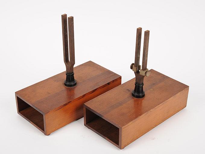 音叉および共鳴箱