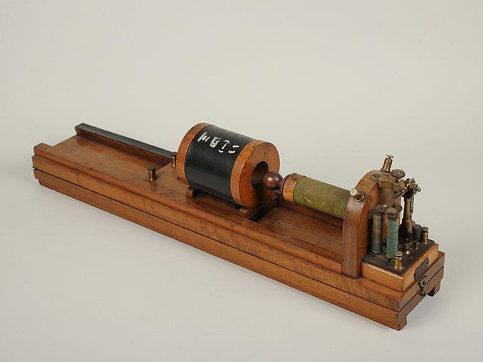 最小可聴音検査器(横形)Schlitteninduktions Apparat nach Du Bois-Reymond