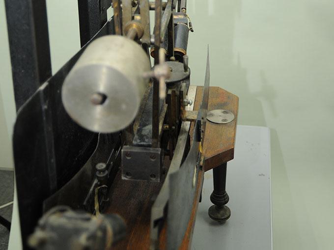 多用途振子型瞬間露出器時間信号発生器およびタキストスコープ7