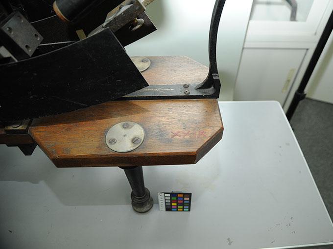 多用途振子型瞬間露出器時間信号発生器およびタキストスコープ10