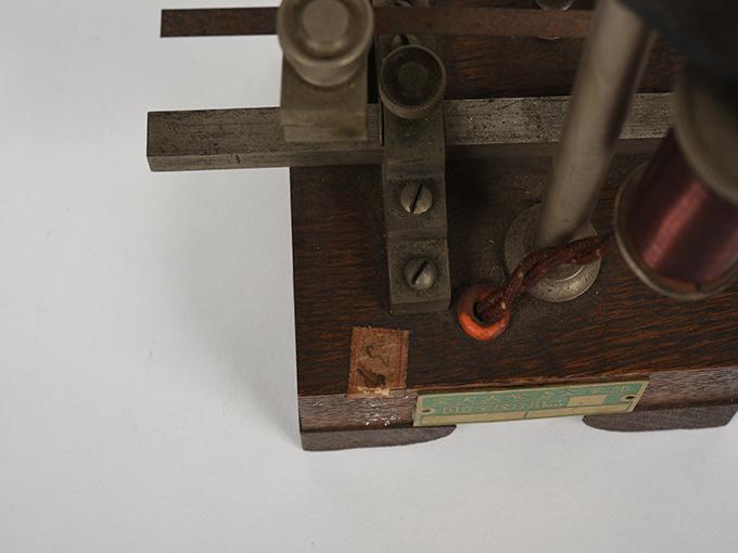 電流断続器12