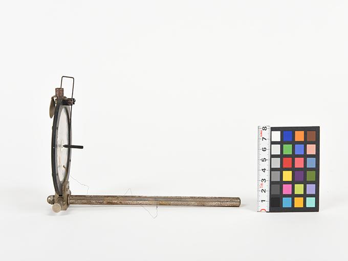 ボイスキー音声鍵(薄いアルミ板の中央に真鍮の小さい円,釣り下がった金属針が触れる)3