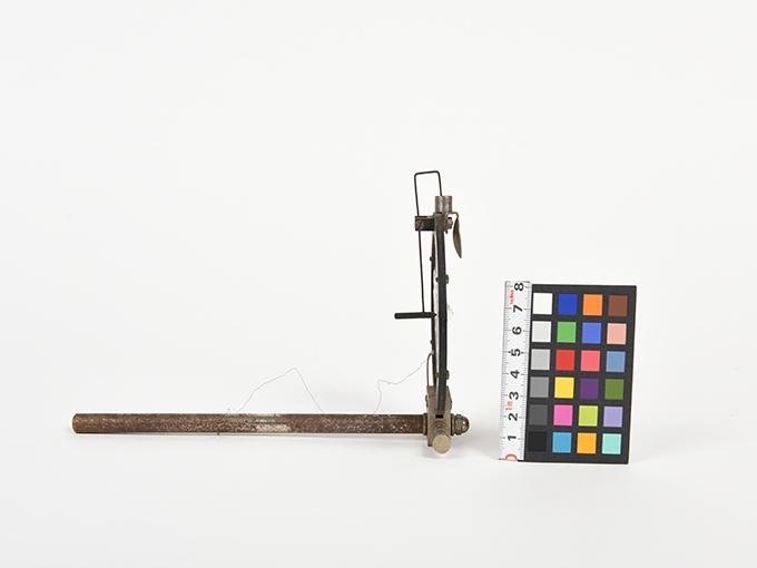 ボイスキー音声鍵(薄いアルミ板の中央に真鍮の小さい円,釣り下がった金属針が触れる)5