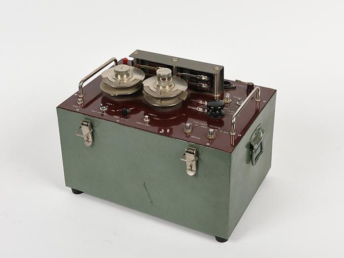 タキストスコープの時間・照度の調節器(名称記入なし2点一式の1)TACHISTSCOPE、(名称記入なし2点一式の2)9