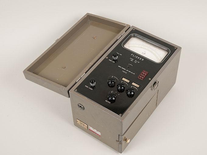 フリッカー値測定器フリッカー値測定器 FL-102