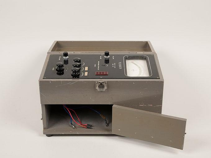 フリッカー値測定器フリッカー値測定器 FL-103