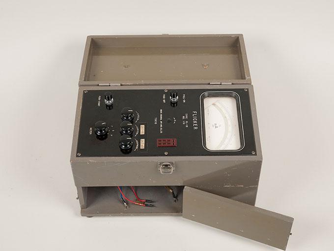 フリッカー値測定器フリッカー値測定器 FL-104