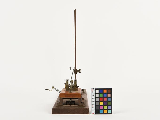 反応キー槓鍵タッピング装置4