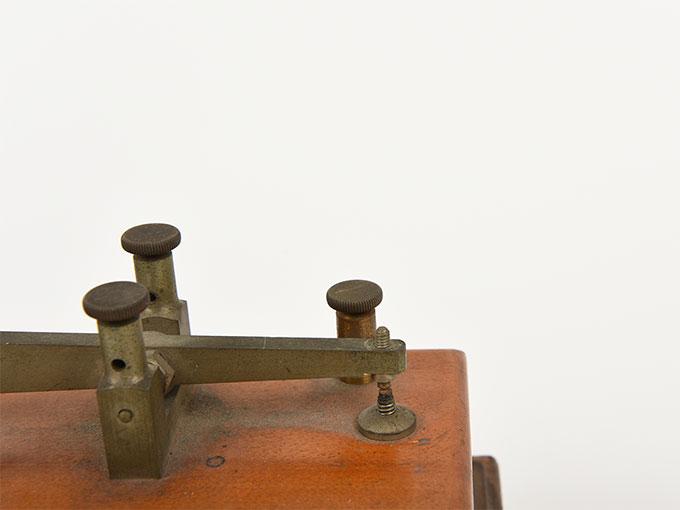 反応キー槓鍵タッピング装置7