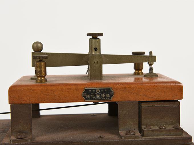 反応キー槓鍵タッピング装置8
