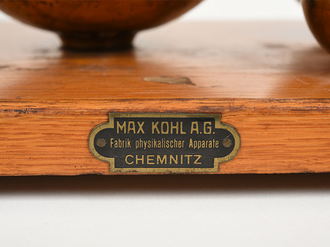 ヘルムホルツの共鳴器Tatz von 10 Resonatoren nach Helmholtz3