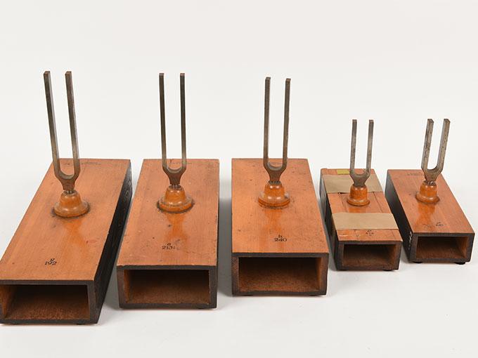 音叉(完全品)Stimmgabel auf Resonator kasten für die Tonleiten c-h d-c3