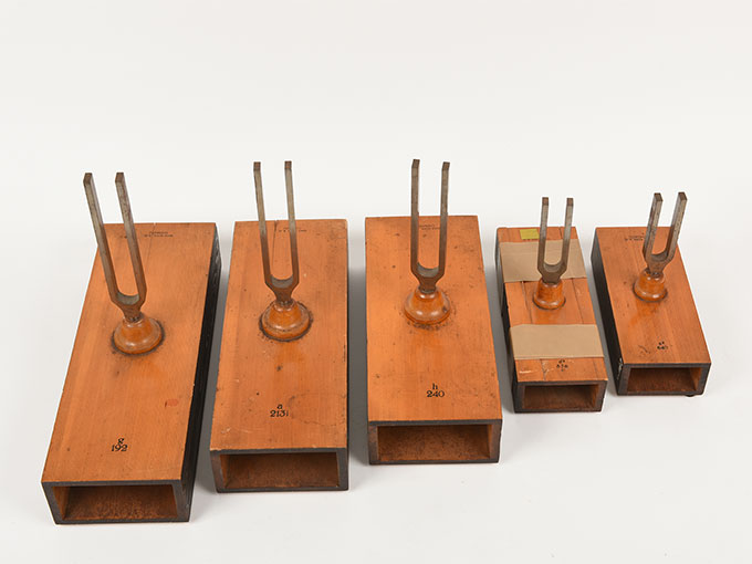 音叉(完全品)Stimmgabel auf Resonator kasten für die Tonleiten c-h d-c4