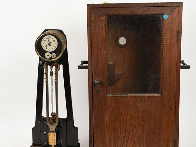 ニオーデの音叉時計Stimmgabeluhr nach Niaudetニオーデ氏音叉時計13