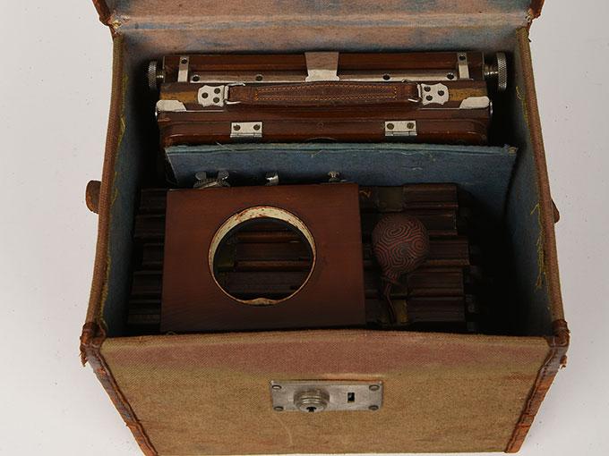 折りたたみ式カメラ20